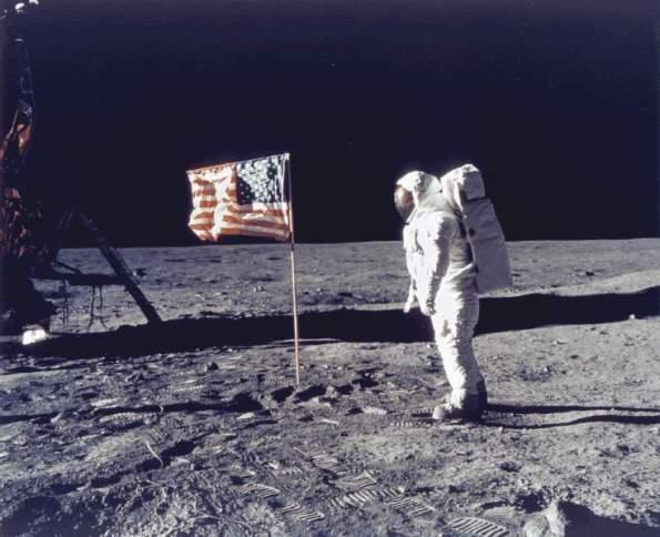 Apollo_11_moon